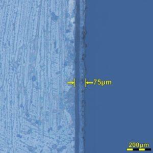 切断エッジの顕微鏡画像(200倍)。熱影響部は75μm